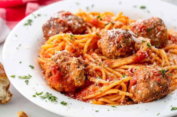 gallery-1506456062-delish-spaghetti-meatballs